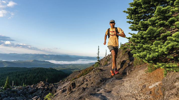Yassine Diboun running the Loowit Trail.
