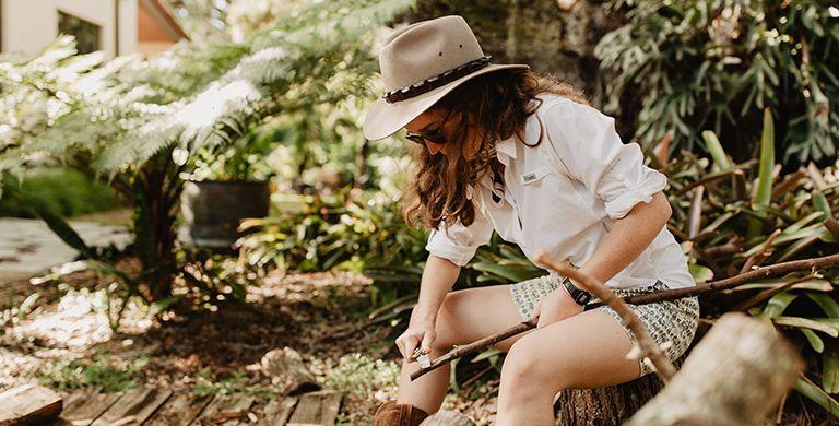 野营季节可能是几个月的几个月,但荒野厨师Sophie Hollingsworth已经在谈论这个春天改善您的户外烹饪游戏的方法。