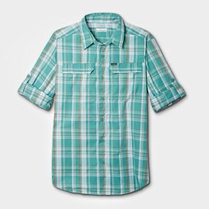 A short sleeve shirt.
