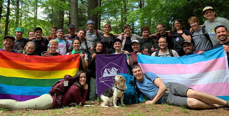 从背包旅行到滑雪冒险,冒险项目正在将LGBTQ +的人们在一起。