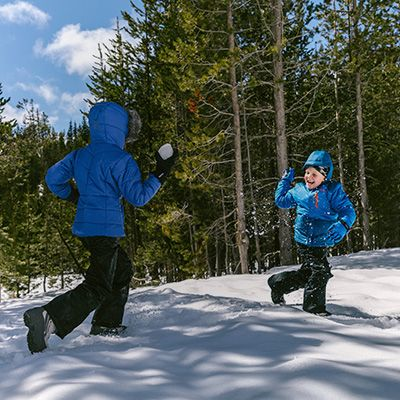 Two kids throwing snowballs.