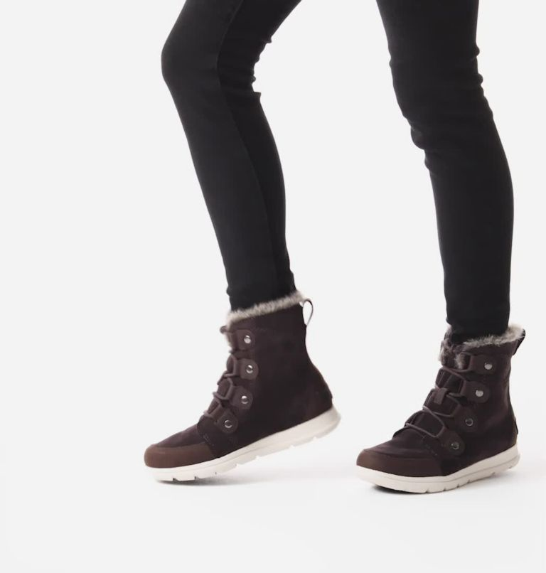 SOREL™ EXPLORER JOAN | 205 | 6 Bota Sorel™ Explorer Joan para mujer, Blackened Brown, video