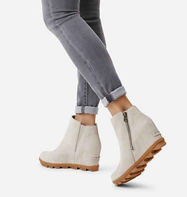 Bottillon à fermeture à glissière Joan of Arctic™ Wedge II pour femme JOAN OF ARCTIC™ WEDGE II ZIP | 096 | 12, Soft Taupe, video