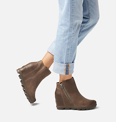 Bottillon à fermeture à glissière Joan of Arctic™ Wedge II pour femme JOAN OF ARCTIC™ WEDGE II ZIP | 052 | 10, Ash Brown, video