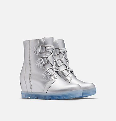 Disney X Sorel Youth Joan of Arctic Boot –Frozen 2 Boot DISNEY X SOREL YOUTH JOAN OF A | 034 | 2, Pure Silver, 3/4 front