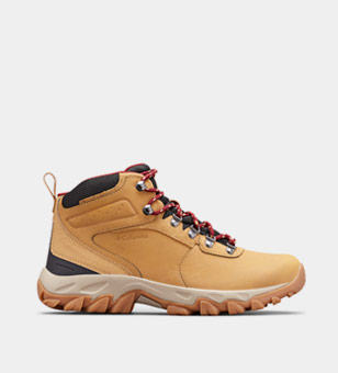 Tan mens hiking boot.
