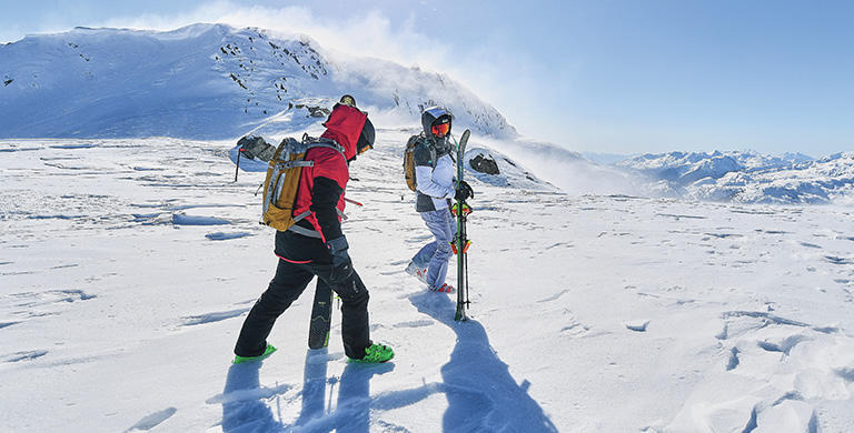 Tips for staying comfortable and protected on the slopes, whatever the weather.